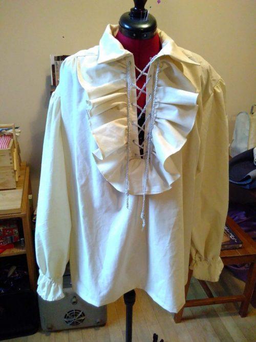 Chemise à jabot en coton beige
